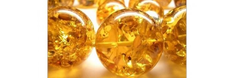 Янтарь  считается драгоценным камнем