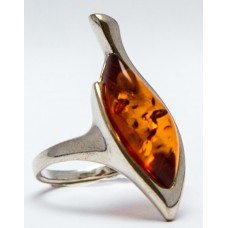 Кольцо с янтарем «Камелия» коньяк