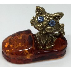 "Сувенир с янтарем ""Кошка в тапке"""